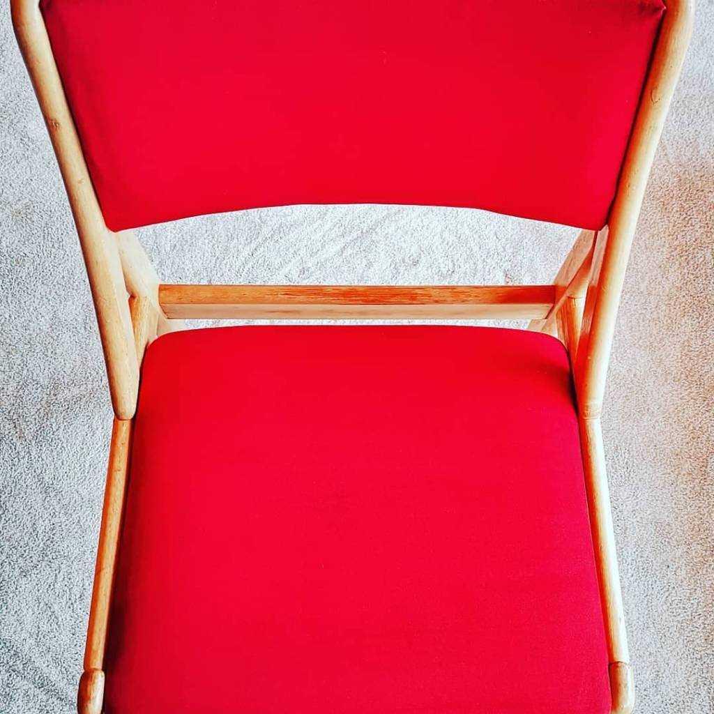 møbler (tepperens Oslo).  Tepper og tekstiloverflater kan påvirke kvaliteten på inneluften og de kan skjule mye støv og bakterier.  Mindre støv gir et bedre inneklima og reduserer risikoen for allergiplager.  Våre fagpersoner renser dine tepper og møbler
