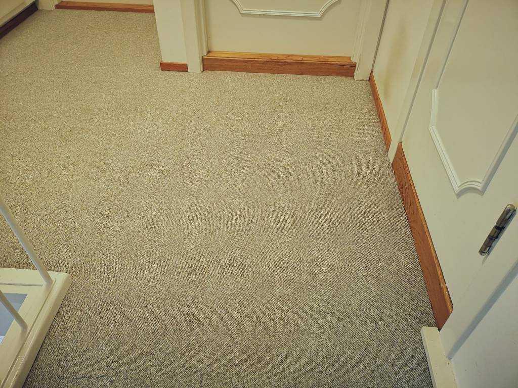 Tepper og tekstiloverflater kan påvirke kvaliteten på inneluften og de kan skjule mye støv og bakterier. Mindre støv gir et bedre inneklima og reduserer risikoen for allergiplager