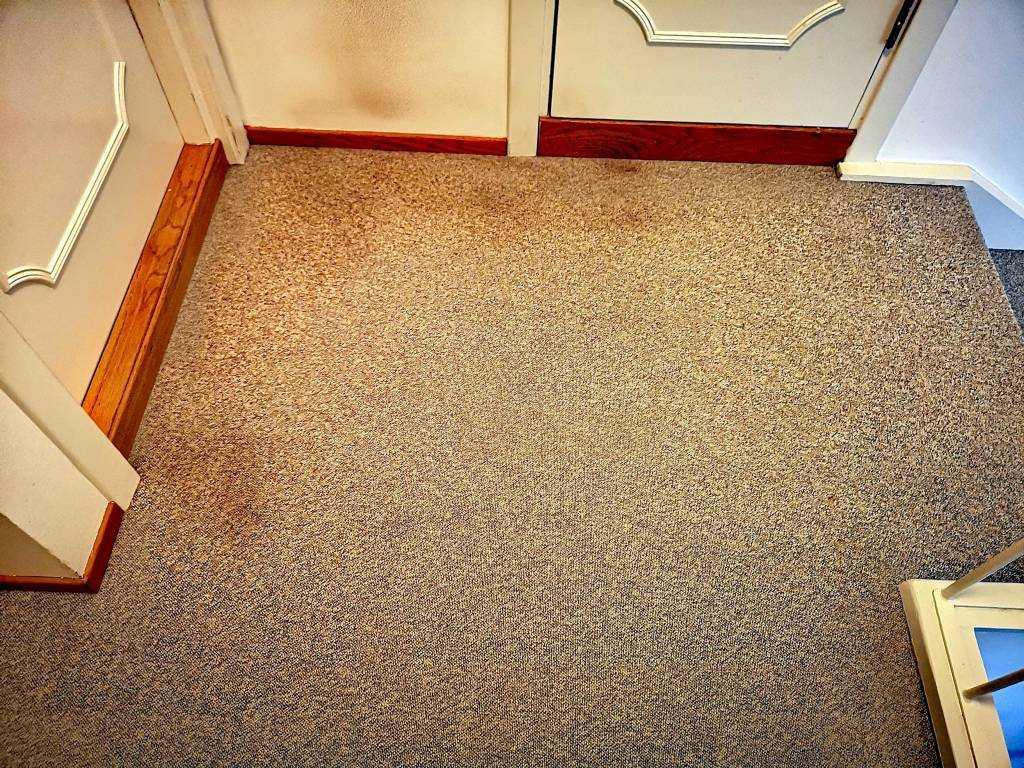 Tepper og tekstiloverflater kan påvirke kvaliteten på inneluften og de kan skjule mye støv og bakterier. Mindre støv gir et bedre inneklima og reduserer risikoen for allergiplager.