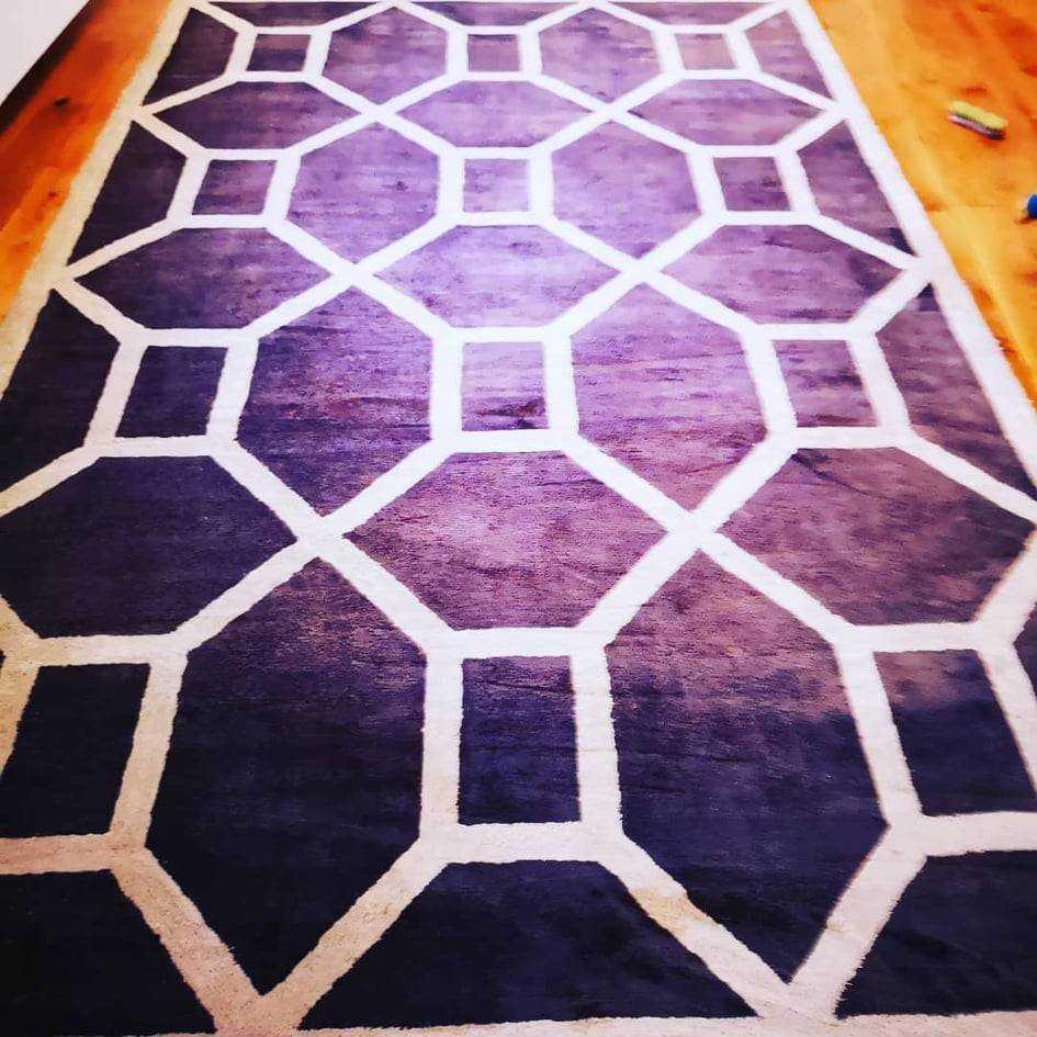 Creative Renhold AS har Lang erfaring innen tepperens, rengjøring og fjerning av flekker, smuss, støvmiddpå tepper og møbler. Vi har smarte løsninger for rens av tepper og møbler (tepperens Oslo), som gir de reneste teppene og det beste inneklima i ditt h
